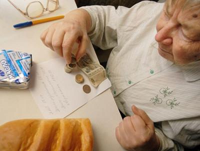 работающим пенсионерам трудовая пенсия выплачивается