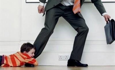 Мужчина убегает от ответственности на алименты
