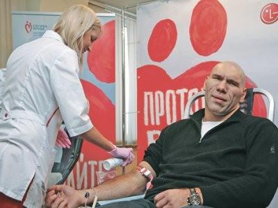 Николай валуев сдает свою кровь как донор