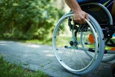 Инвалидам алименты полагаются и после совершеннолетия