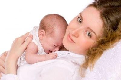 Мать и новорожденный ребенок ждут алиментов на содержание