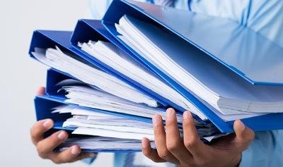 Стопка с документами (статья о подаче заявления на алименты)