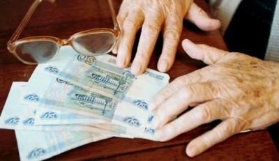 Бабушка или другой родственник, вышедший в декрет вместо матери, может получать пособие по уходу за ребенком