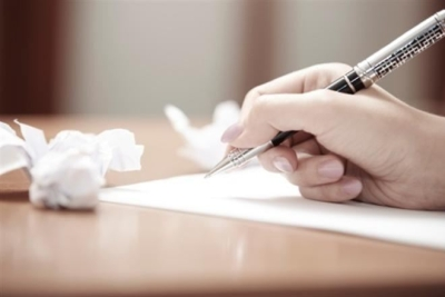 Чтобы получить пособие по уходу за ребенком, нужно вручную написать заявление после окончания послеродового больничного