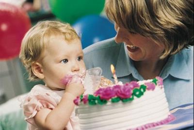 Ежемесячное пособие по уходу за ребенком ограничено по времени - значимую сумму выплачивают только до 1,5 лет