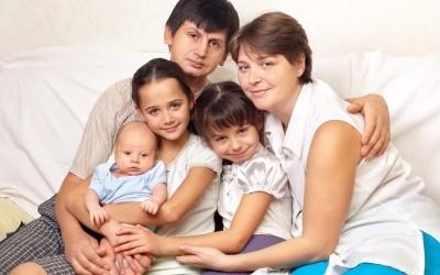 Какие пособия положены, если в семье появился третий ребенок?