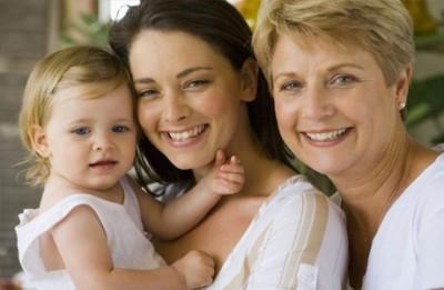 Какие варианты декретного отпуска бывают для работающей бабушки, если мать работает на неполную ставку?