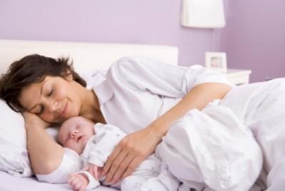Какие виды пособий полагаются матери при рождении первого ребенка?