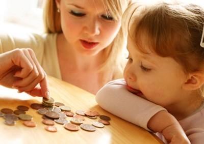 Какие выплаты положены женщине, выходящей в декрет второй раз