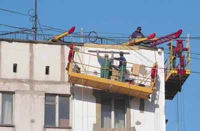 Капитальный ремонт дома не стоит путать с текущим - при нем ремонтируют и кровлю, и коммуникации, и фасад, и лифты