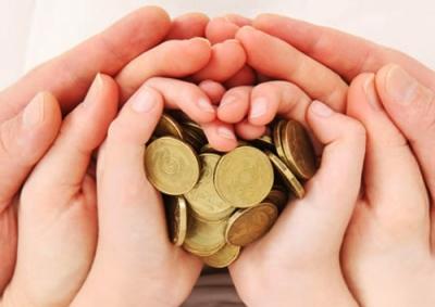 Малоимущим семьям положено несколько видов материальной помощи в виде льгот и пособий