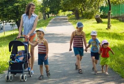 Материнский капитал в первую очередь предназначен для мотивации родителей стать многодетной семьей (иметь 3 и больше детей)