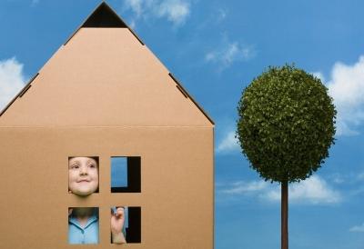 Обеспечение детей сирот бесплатным жильем возможно лишь при отсутствии его у них или несоответствия его стандартным нормам комфортабельности