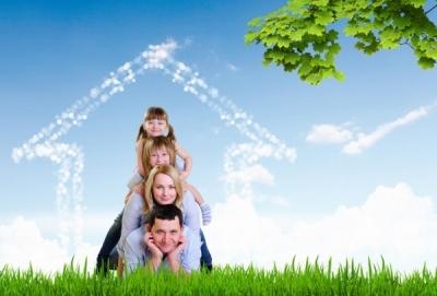 Получить льготы по ипотеке могут семьи до 35 лет с детьми (полные и неполные)