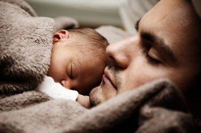 Право на получение пособия по уходу за ребенком имеет каждый гражданин, осуществляющий этот уход