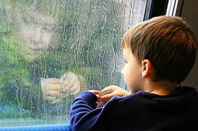 Ребенку, оставшемуся сиротой, оформляют пособие по потере кормильца соцработники в детском доме
