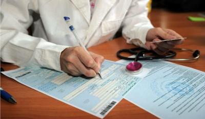 Выдать больничный лист беременной или родившей женщине может только медработник