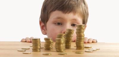 Размер алиментов на одного ребёнка: сколько процентов положено от заработной платы родителя, покинувшего семью, сыну или дочери, какая это сумма и как её рассчитать, а также как платят алименты взыскиваемые по закону, если отец не работает?