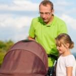 Могут ли близкие родственники - папа или бабушка ребенка - выйти в декретный отпуск по уходу за ребенком?
