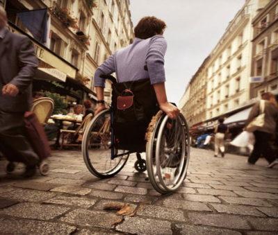 Уменьшается ли пенсия по инвалидности при устройстве на работу
